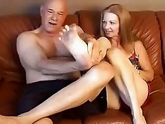 mature lady gives a blowjob and enjoys fucking