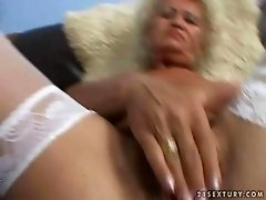 Old bitch riding cock