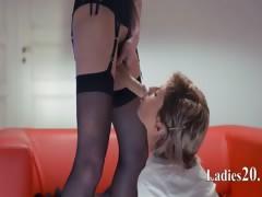 Neverending strap-on girl2girl action