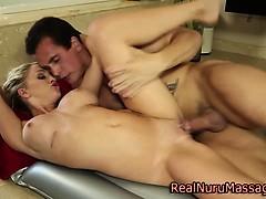 Sexy massage babe fucking client