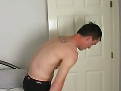 Amateur guy is getting naked for some self-fun