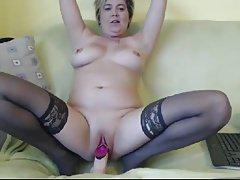 Mature mom masturbate