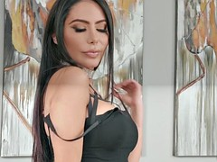 lela star asks keiran lee to make her portrait