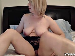 hot gorgeous mother cumming on webcam