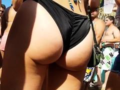 Beach voyeur finds a sexy amateur babe with a fabulous ass