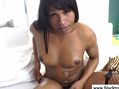 Ebony amateur shemale cums on self